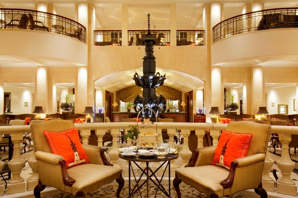 Der ber hmte elefantenbrunnen in der lobby des hotel adlon for Top 10 design hotels berlin