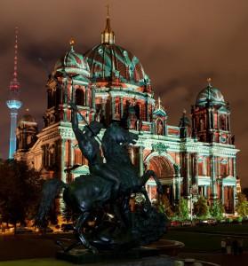 Der illuminierte Berliner Dom | Foto: dpa