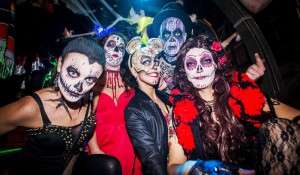Ausgelassene Halloweenparty | Foto: dpa