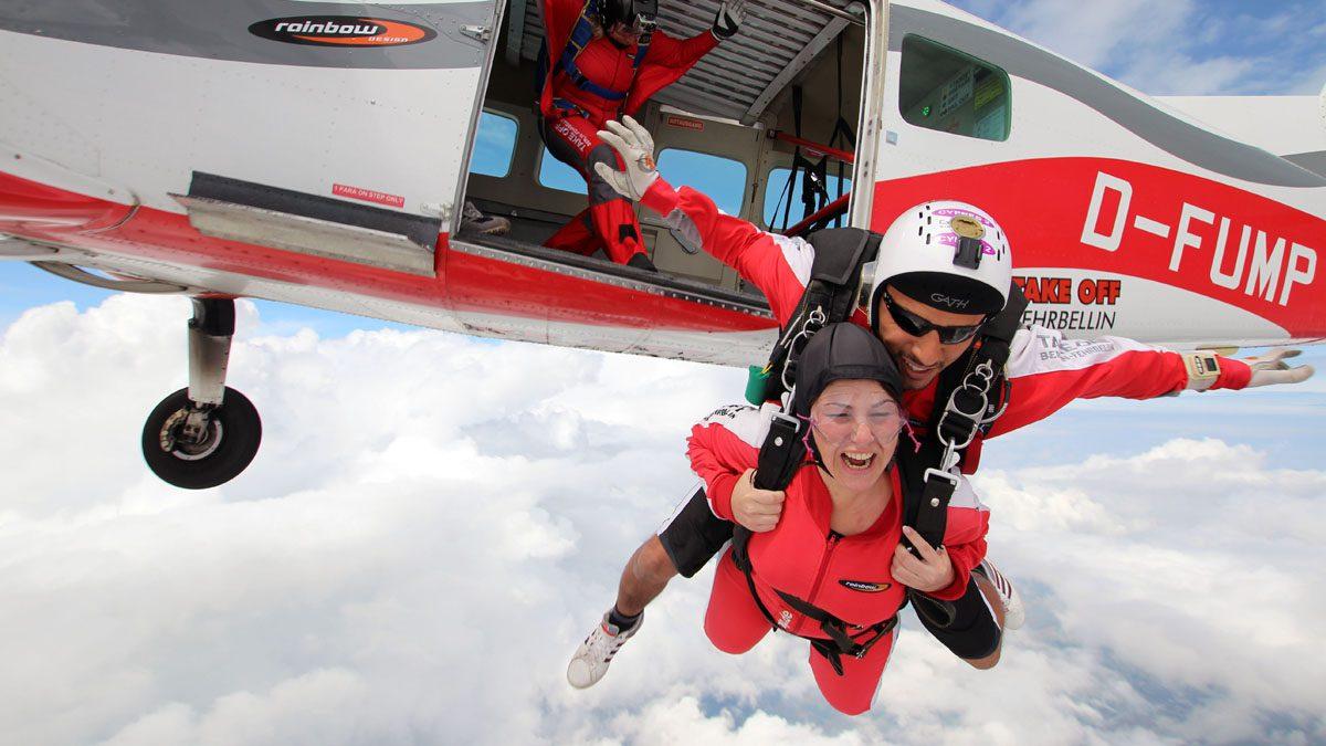 Tandemsprünge für den Speed-Kick bei TAKE OFF Fallschirmsport in Fehrbellin bei Berlin