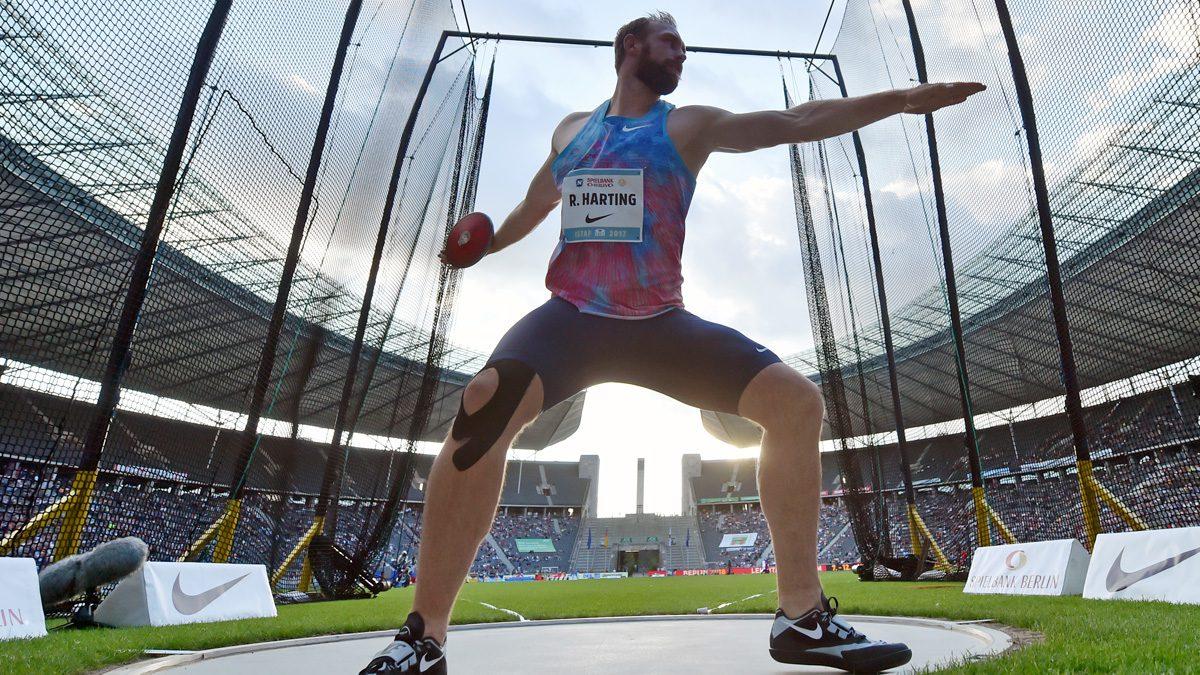 Symbolbild für die Leichtathletik-EM 2018 von Robert Harting im Berliner Olympiastadion | Foto: dpa