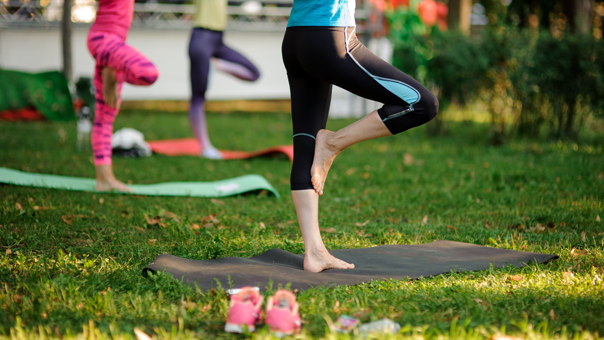 Outdoor Yoga zur Berlin Kolumne: Yoga mit Hindernissen