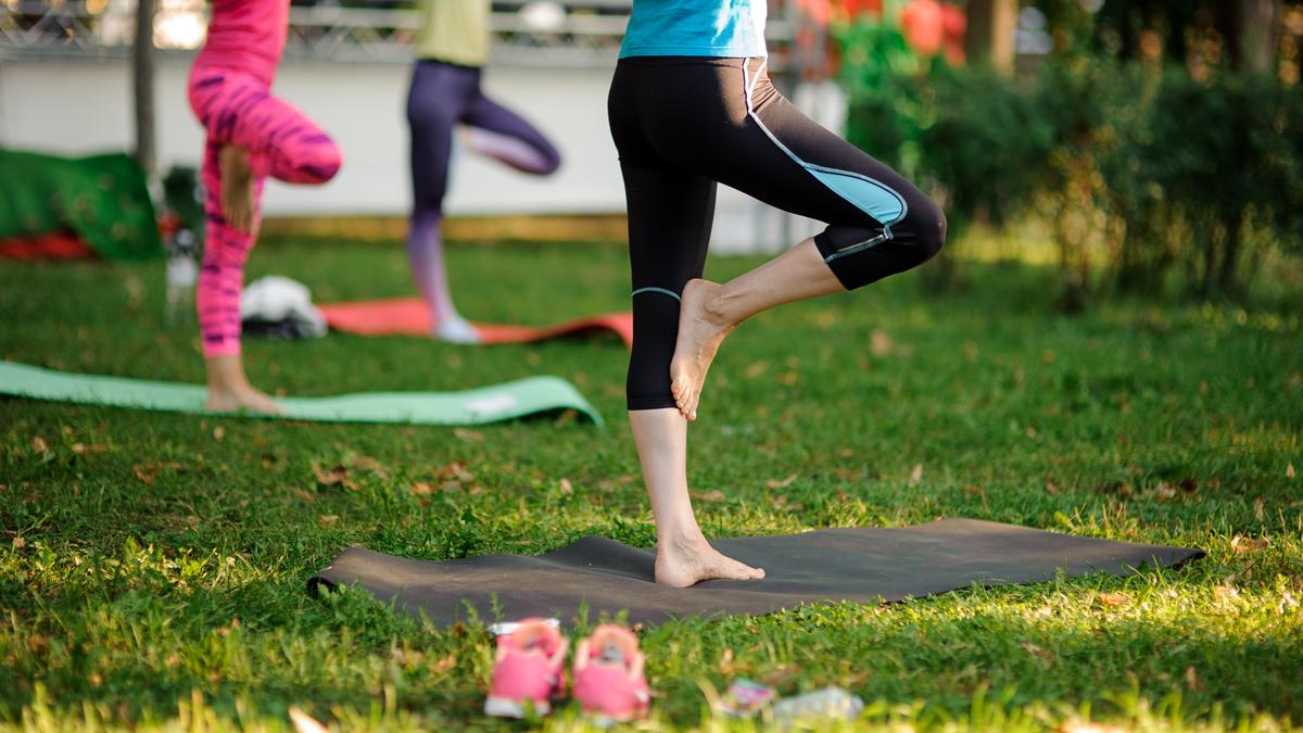 Outdoor Yoga zur Berlin Kolumne: Yoga mit Hindernissen